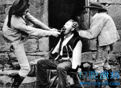 一百多年前人们拔牙的老照片,简直像上刑一样!